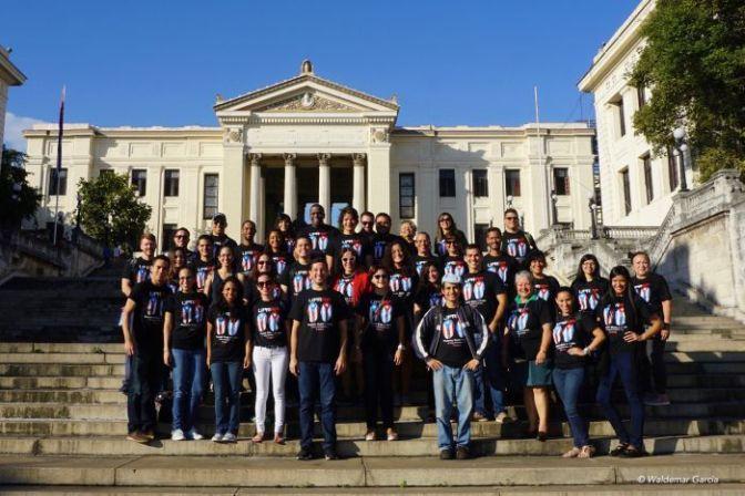 Diálogo UPR | Estudiantes de Administración de Empresas publican libro sobre Cuba